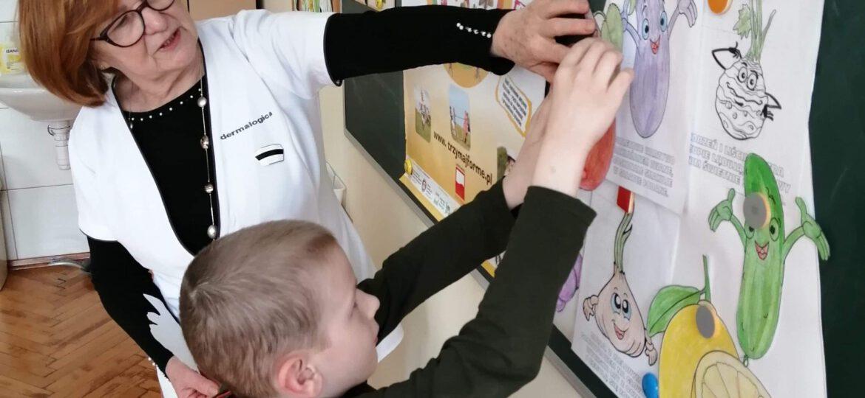 """Piramida zdrowego żywienia - realizacja programu """"Dobrze Jemy ze Szkołą na Widelcu"""""""